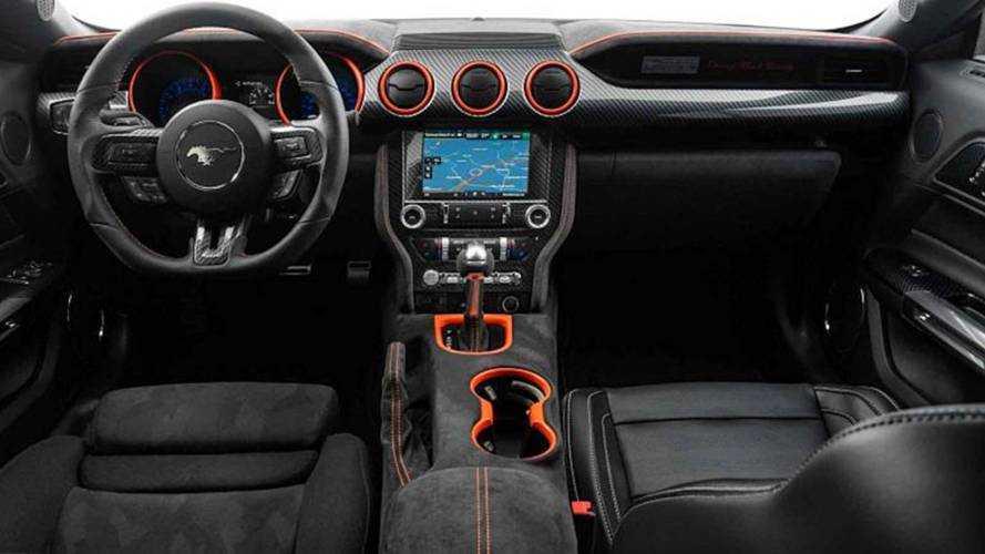 Neidfaktor ekibi Ford Mustang'in süslü yanını ortaya çıkarıyor