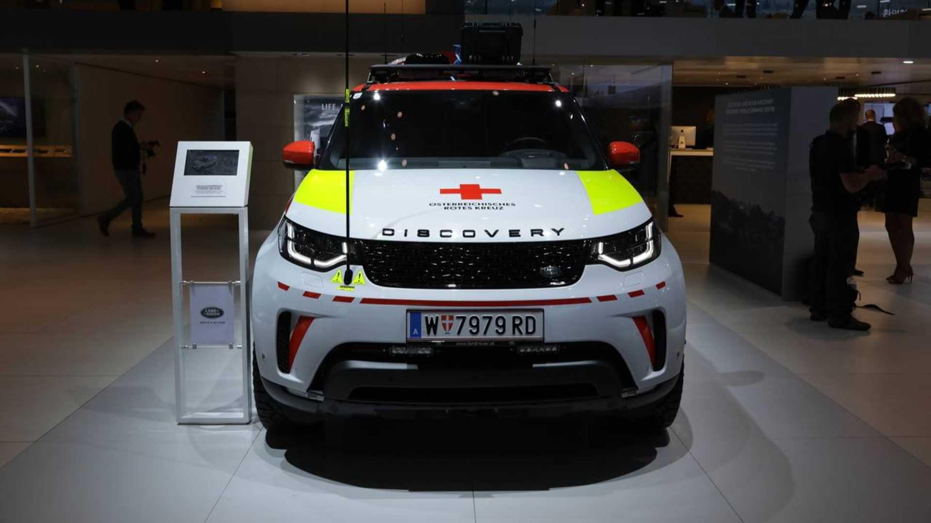Land Rover Discovery de la Cruz Roja austriaca, desde París 7