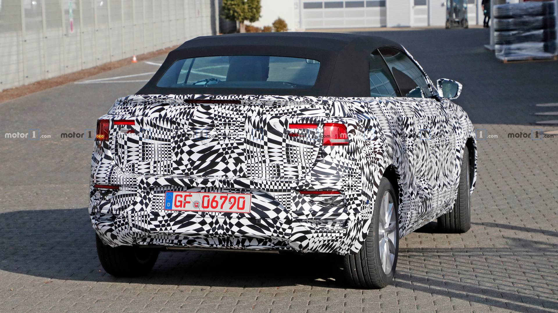 vw-t-roc-c​abrio-spy-​photo