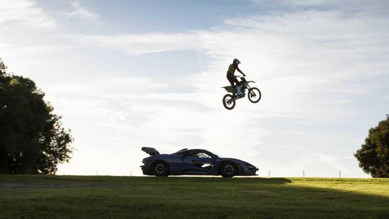 McLaren Senna vs Motocross