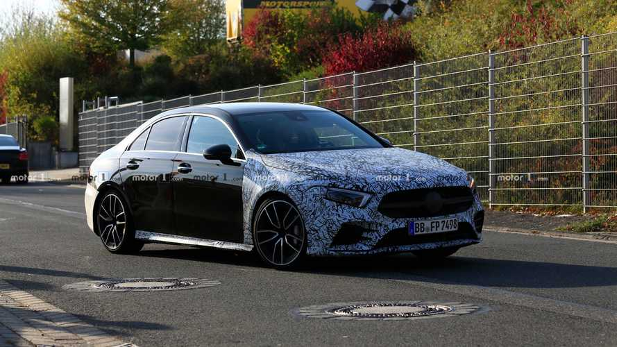 La Mercedes-AMG A 35 berline se profile à l'horizon