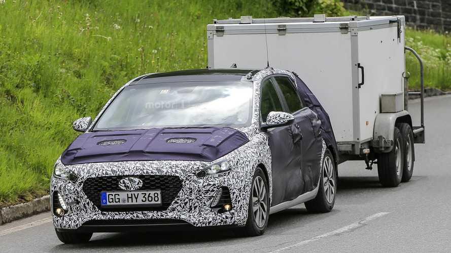 2017 Hyundai i30 flaunts Genesis-derived grille
