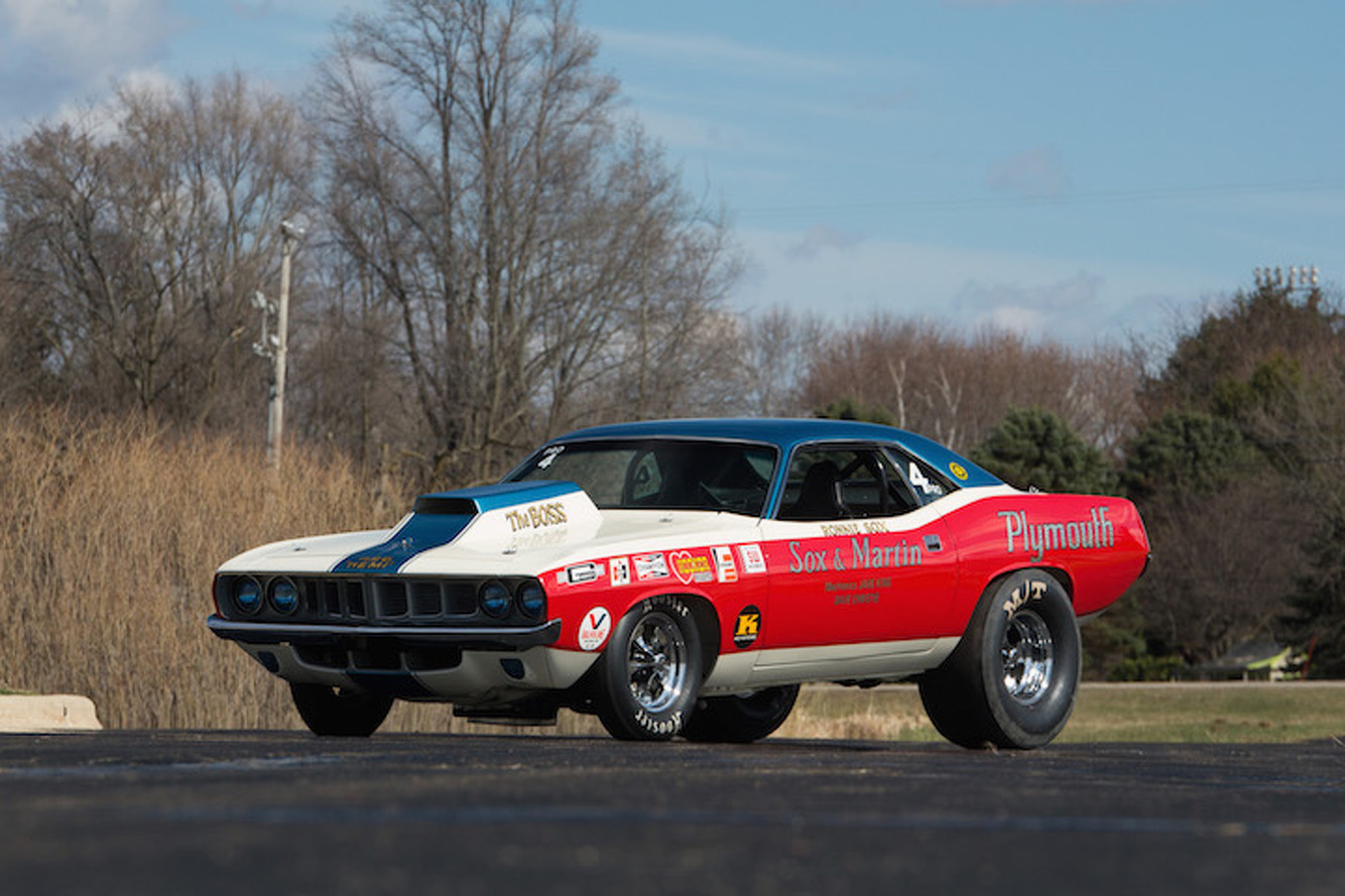 Hemi Cuda Takes on Pontiac GTO in Classic Muscle Car Throwdown
