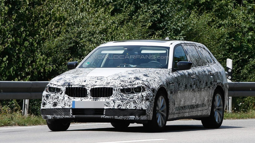 2017 BMW 5-Series Touring plug-in hybrid spied up close