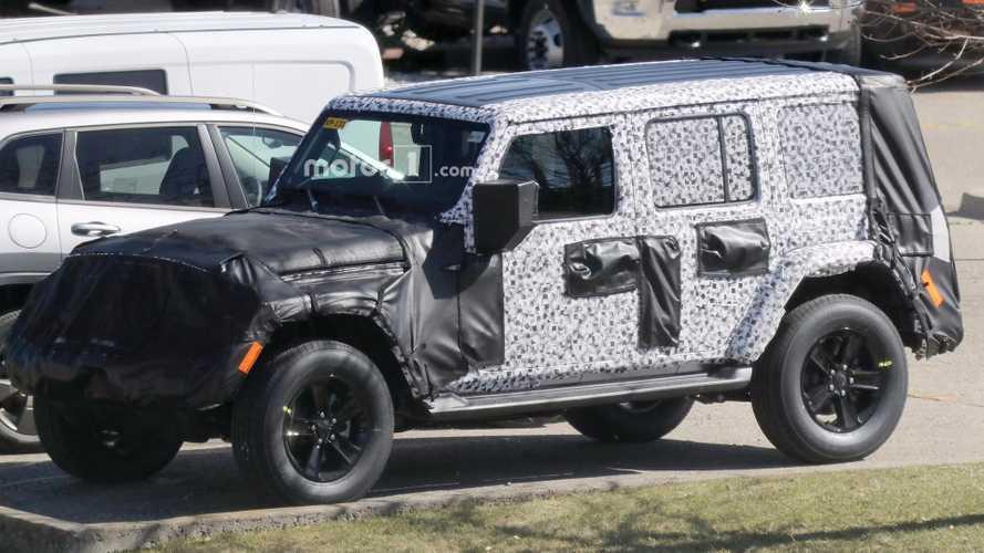 2018 Jeep Wrangler çıkarılabilir tavan panelleriyle görüntülendi