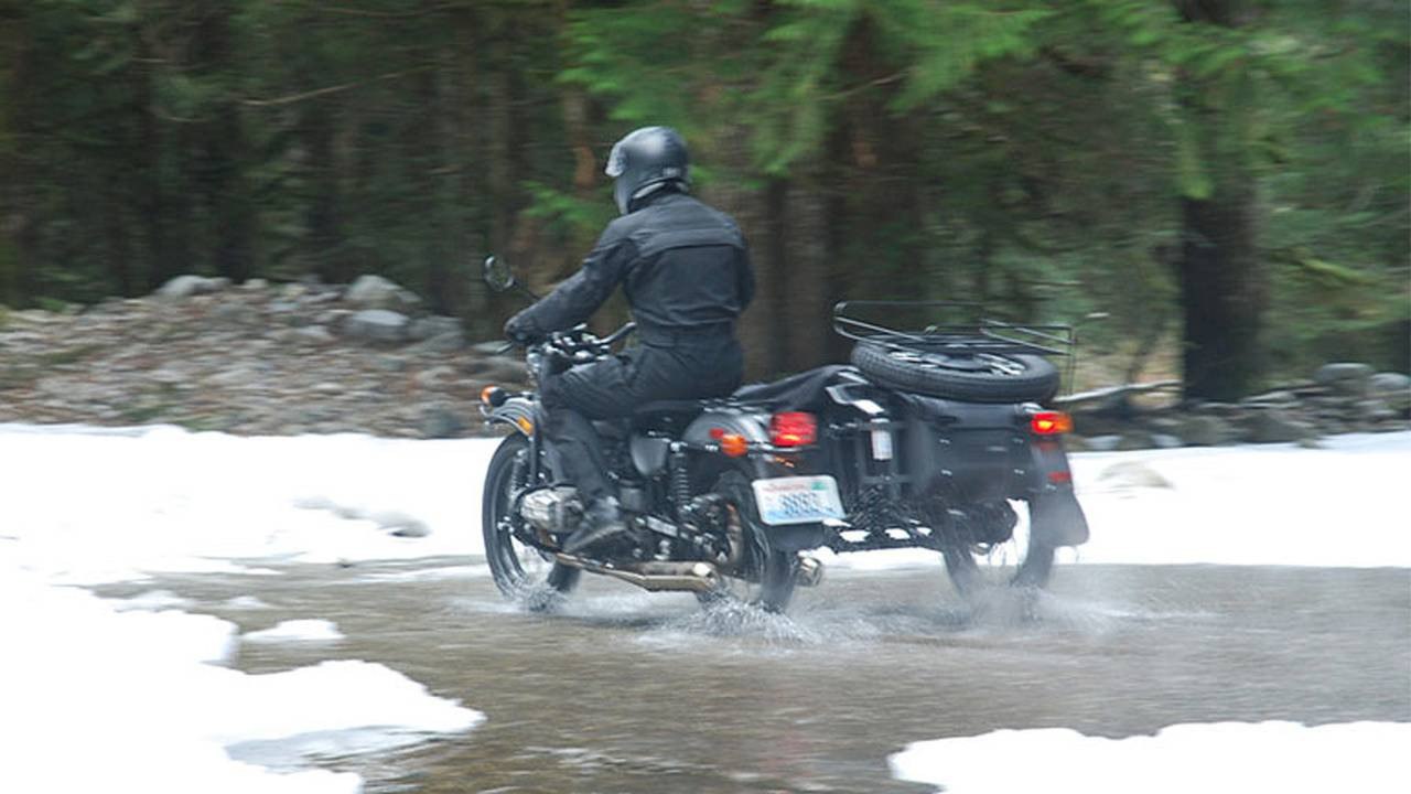 2014 Ural Gear-Up Sidecar (over wet road)
