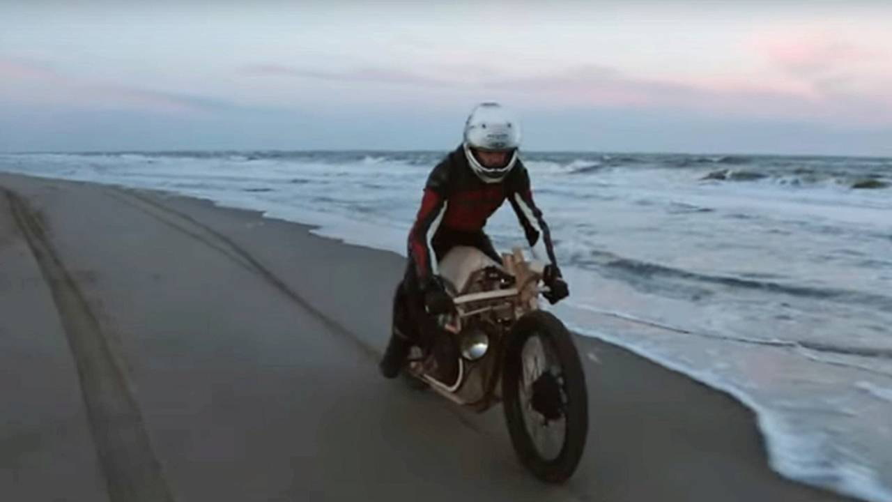 Dutchmen Build Algae-Fueled Bike Made of Wood