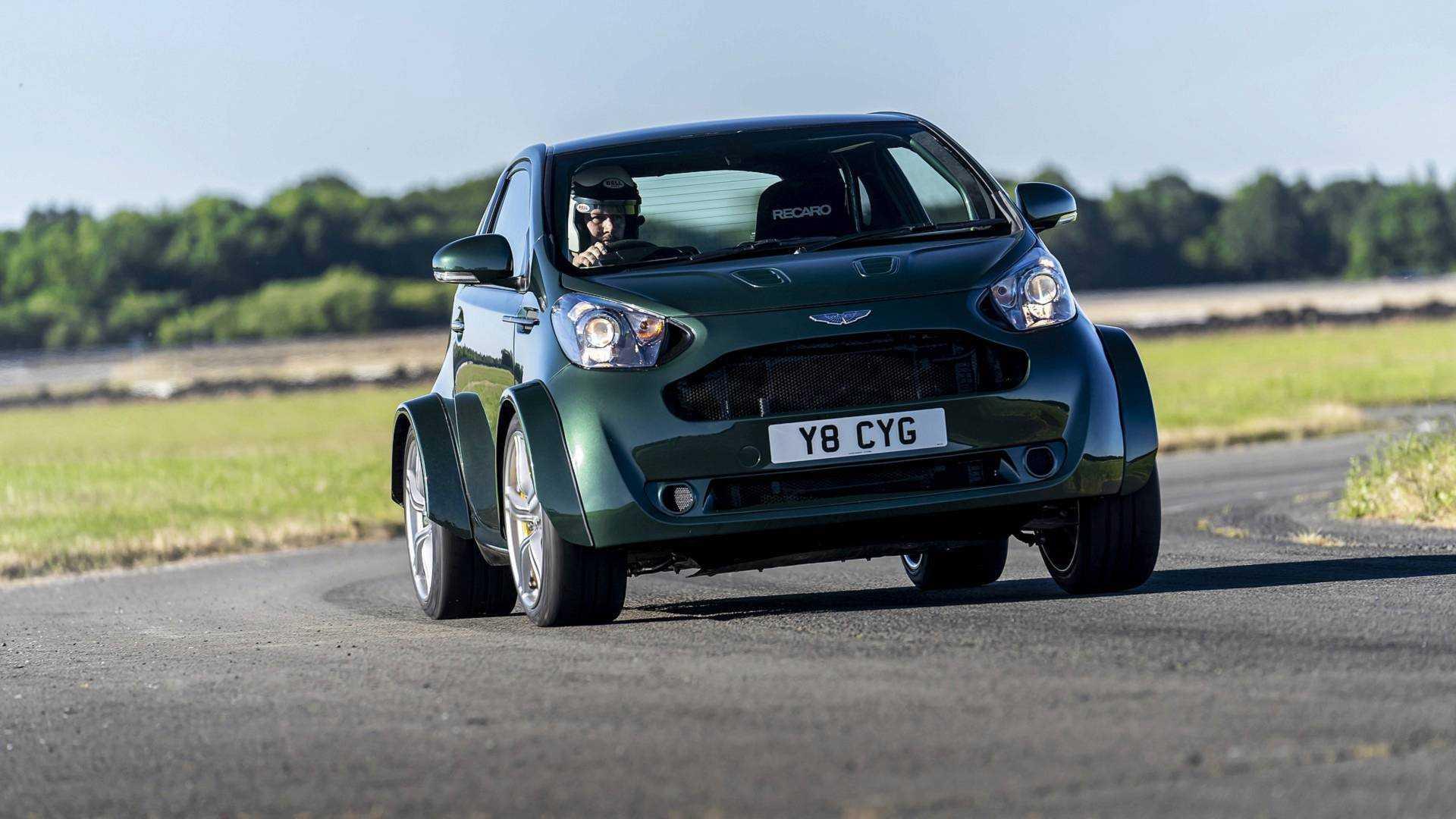 Irre Ein Aston Martin Cygnet Mit V8