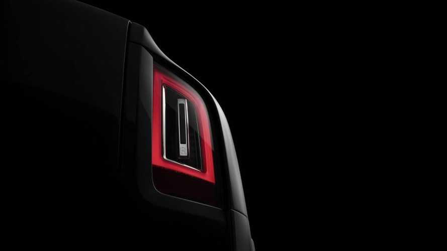 Le Rolls-Royce Cullinan montre ses feux arrière