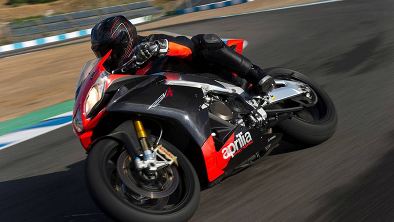 Video: Aprilia quick shift and self tire calibration explained