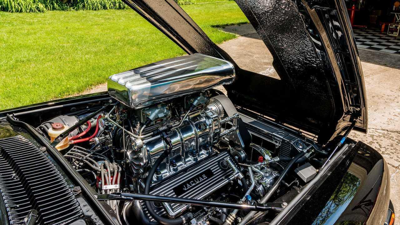 Jaguar XJS (1977) com motor 7.62L V8 Chevrolet