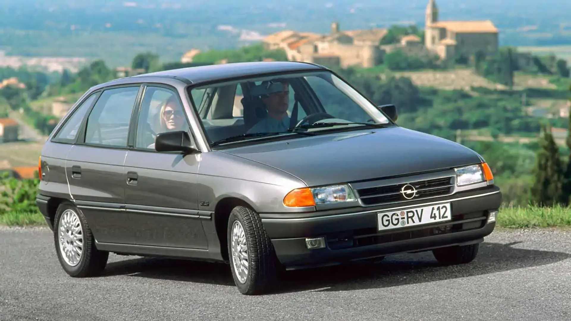 Opel Astra '91: rivoluzione apparente, successo autentico