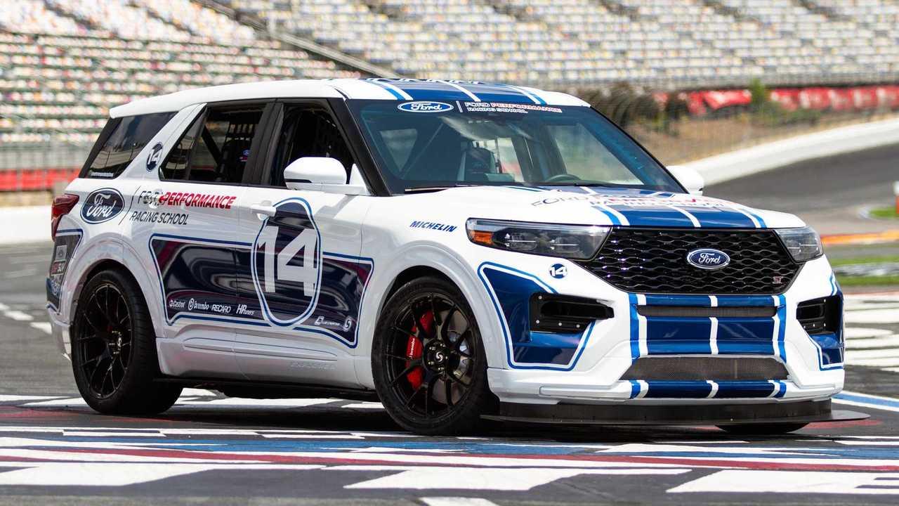 Ford Explorer ST one-off dirakit untuk mempromosikan sekolah balap milik perusahaan.