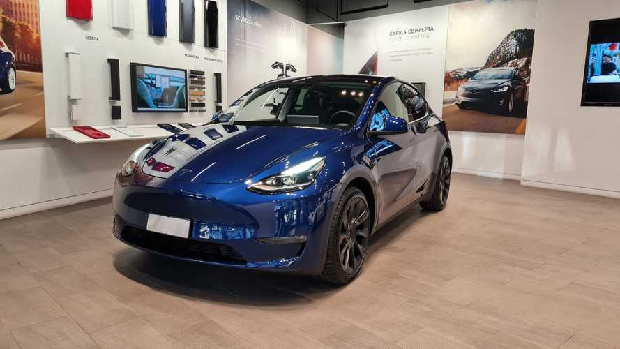 La Tesla Model Y vista dal vivo