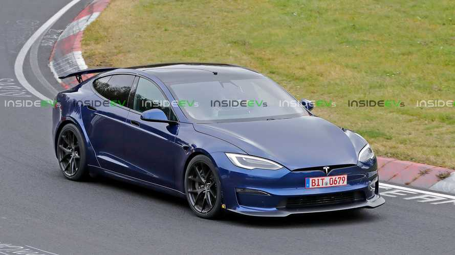 Tesla Model S With Active Wing Spotted - Is It The Plaid+?