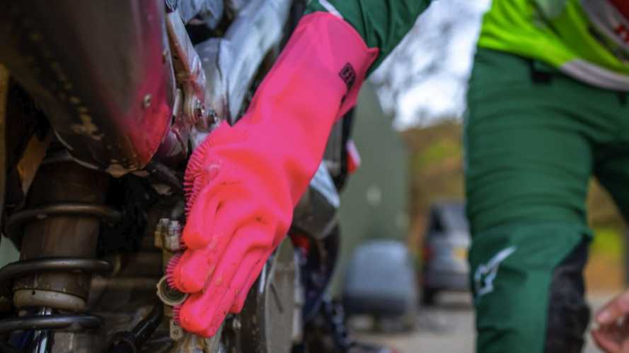 Give Your Bike A Deep Clean With Muc-Off's New Scrubber Gloves