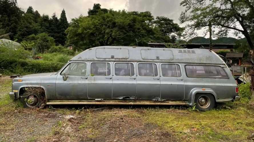 Mobil atau Kontrakan? Chevrolet Suburbans Limo Ini Punya 10 Pintu