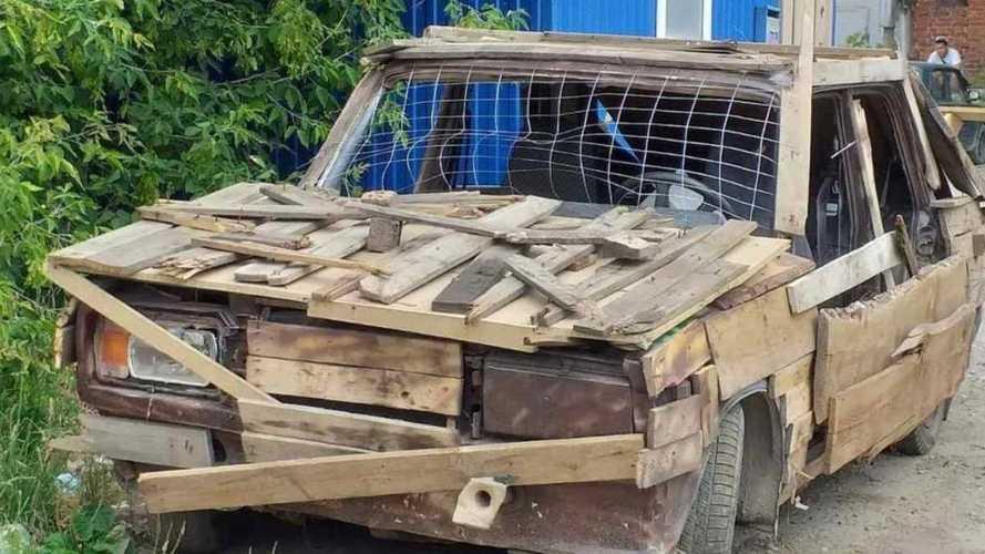К блогеру пришла полиция после поездки на деревянных «Жигулях»