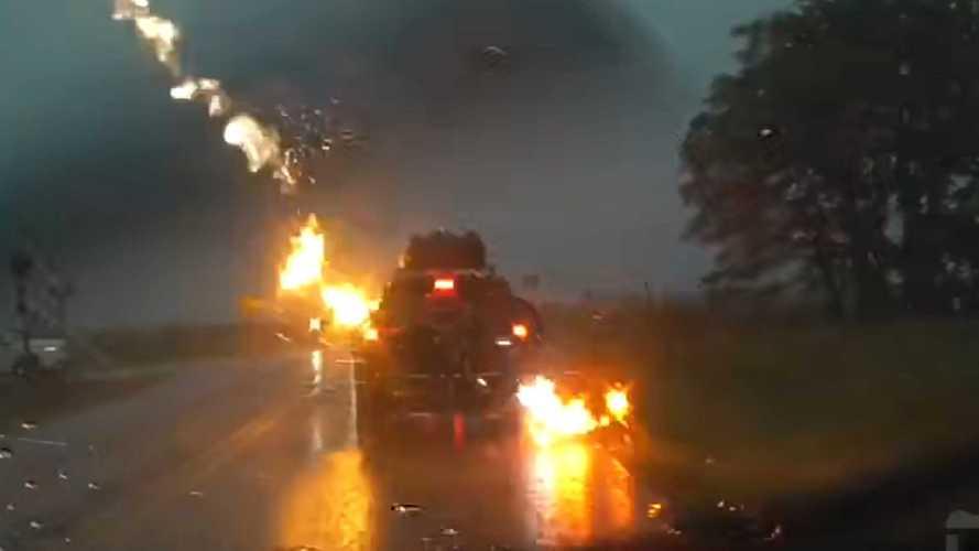 Videó: Négy villám is belecsapott egy Jeep Grand Cherokeeba Amerikában