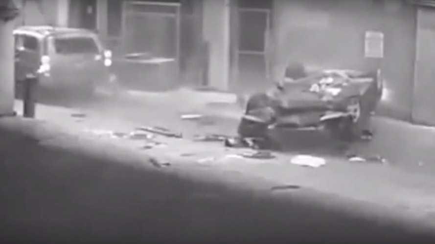 VIDÉO - Cette BMW chute accidentellement du septième étage