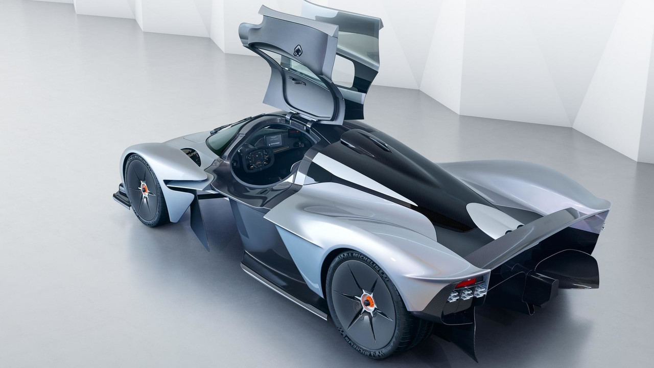 Aston Martin Valkyrie mit seriennaher Karosserie