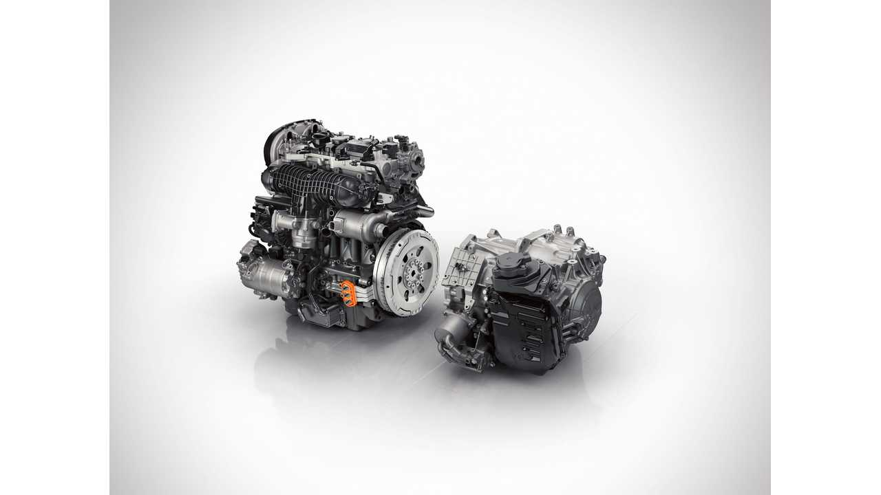 The all-new Volvo XC90 Twin Engine features a crankshaft driven Integrated Starter Generator (ISG) between the high-performance petrol engine and the 8-speed automatic gearbox.