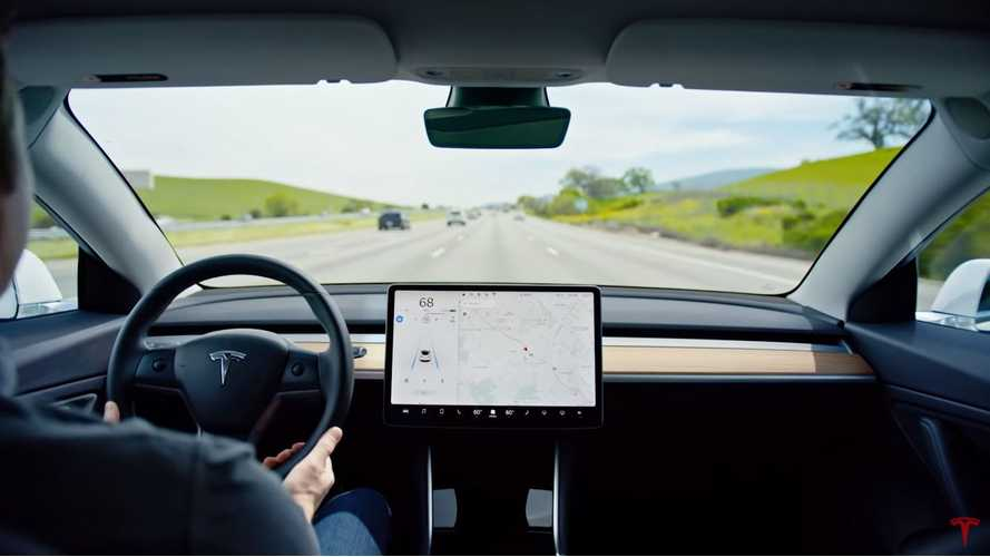 Avoid Crashes? Tesla Shows 4 Video Examples Of Autopilot Action