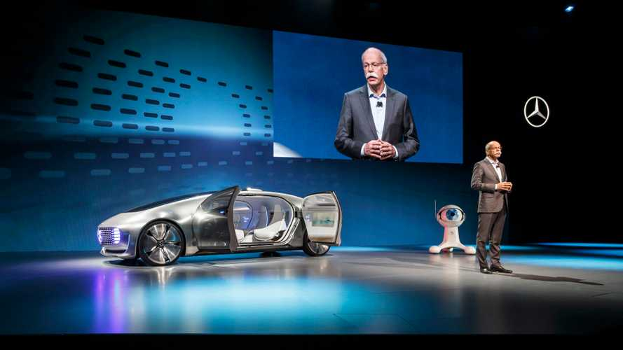 "Daimler CEO Discusses New ""Swarm Organization Method"" For Electric Mobility"