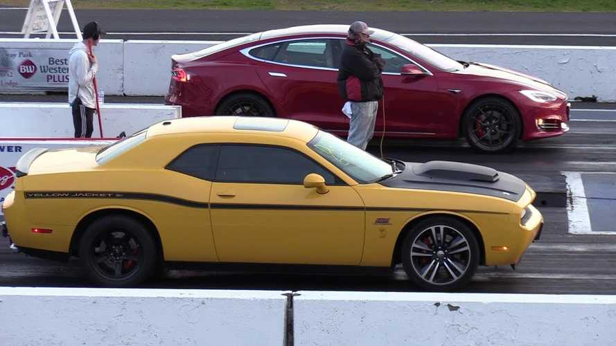 Watch Tesla Model S Smoke Dodge Challenger SRT 392