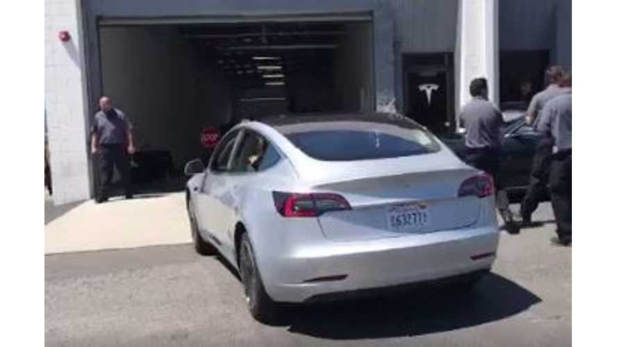 Video Of Tesla Model 3 In Burbank