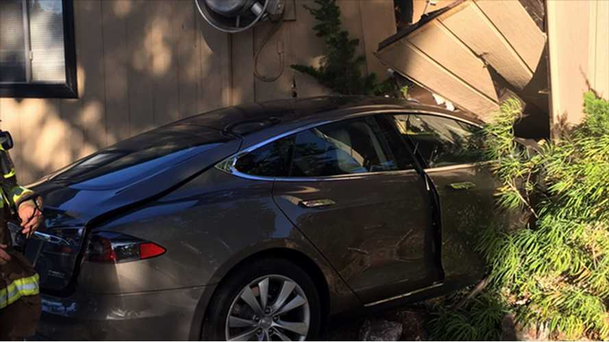 Sudden Acceleration Again Blamed For Tesla Model S Crashing Into Restaurant