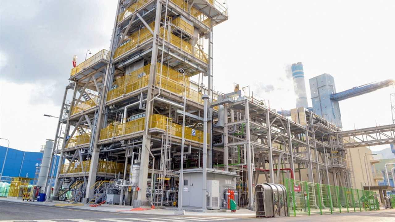 LG Chem's carbon nanotube production line in Yeosu, South Jeolla Province / Courtesy of LG Chem (via koreatimes.co.kr)