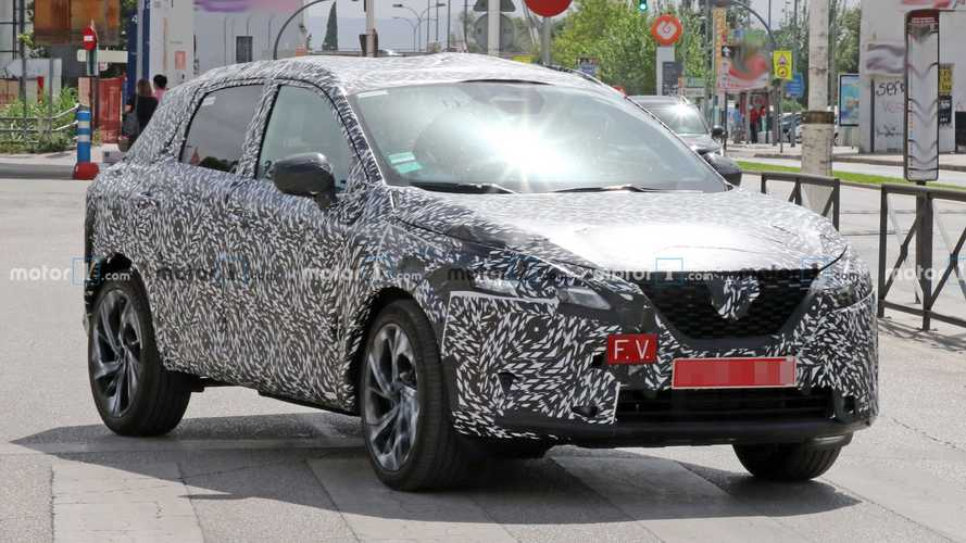 Next-Gen Nissan Rogue Sport Spied Up Close In Qashqai Clothes