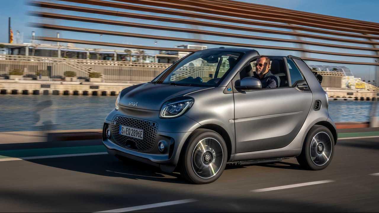 smart EQ fortwo pure - 9.426 euro