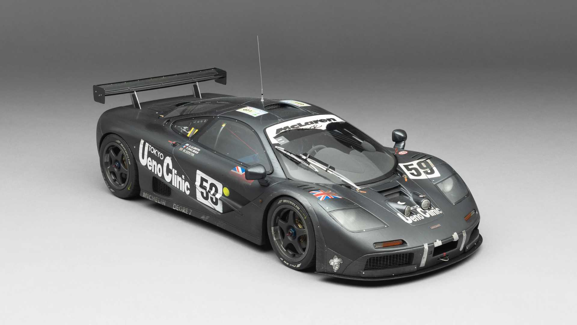 See How Amalgam Adds Realistic Dirt To This McLaren F1 GTR Scale Model