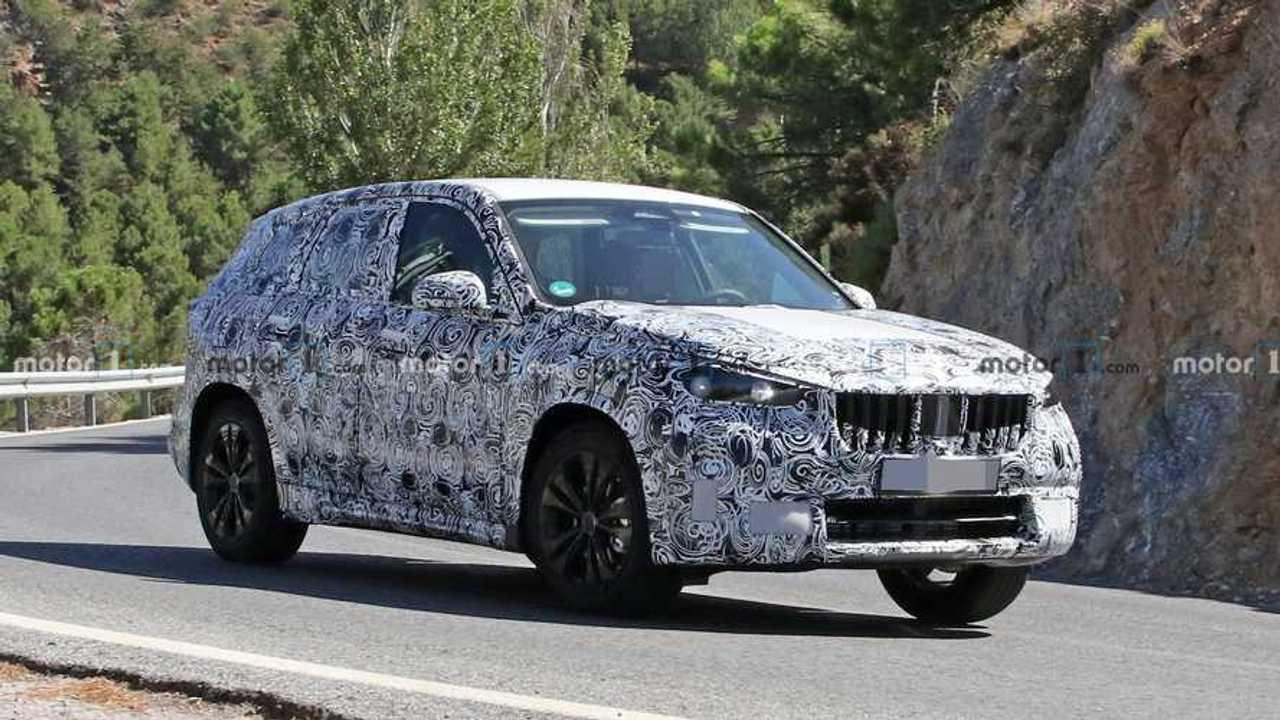 2022 BMW X1 spy photo (front three-quarters)