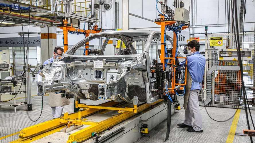 Produção de veículos cresce 73% em julho, mas ainda está em patamar de 2003