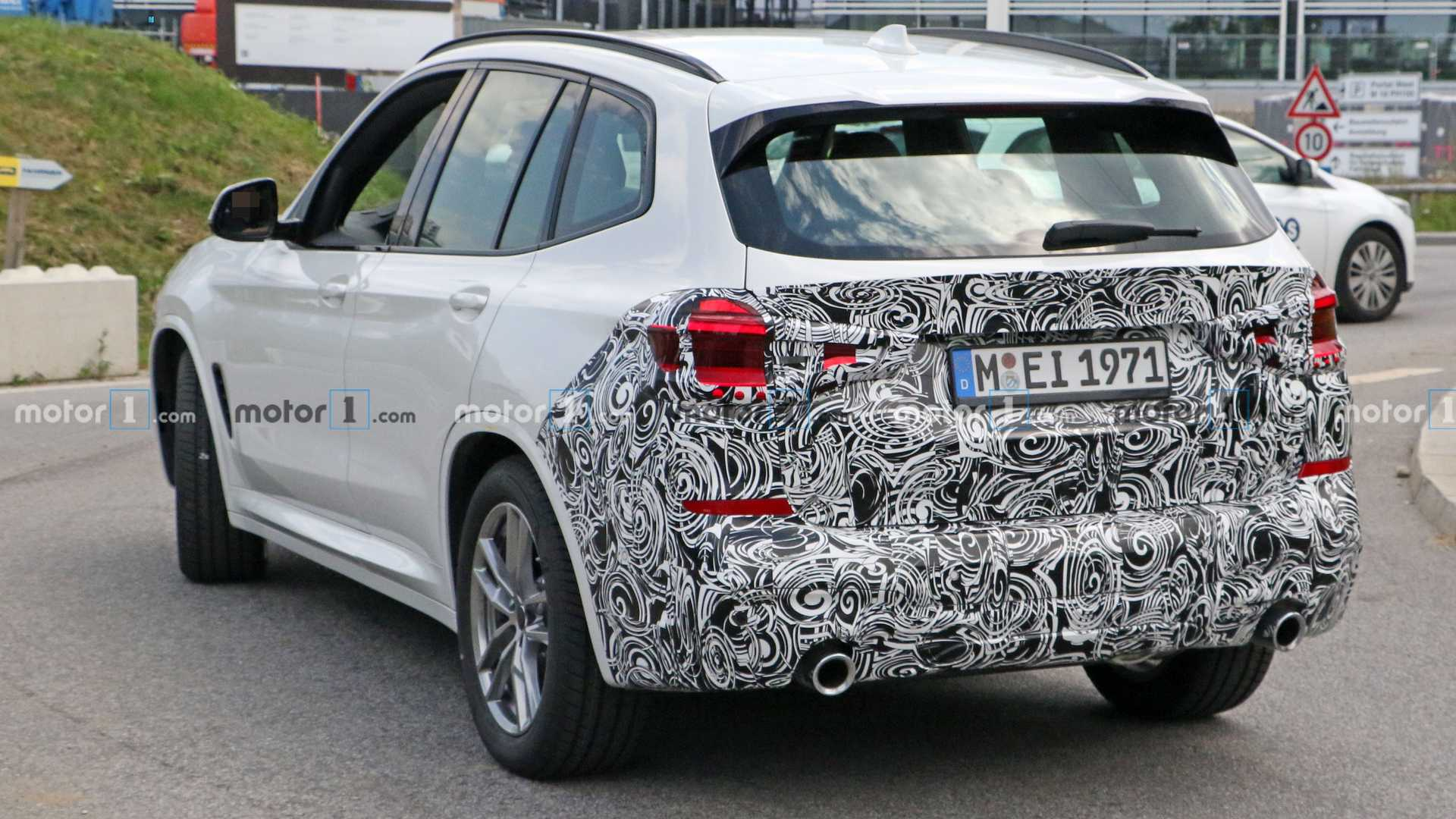 2022-bmw-x​3-spy-phot​o-rear