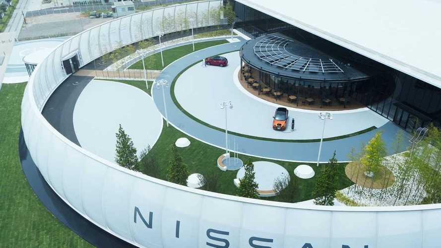 Владельцам Nissan предложили оплачивать парковку электричеством