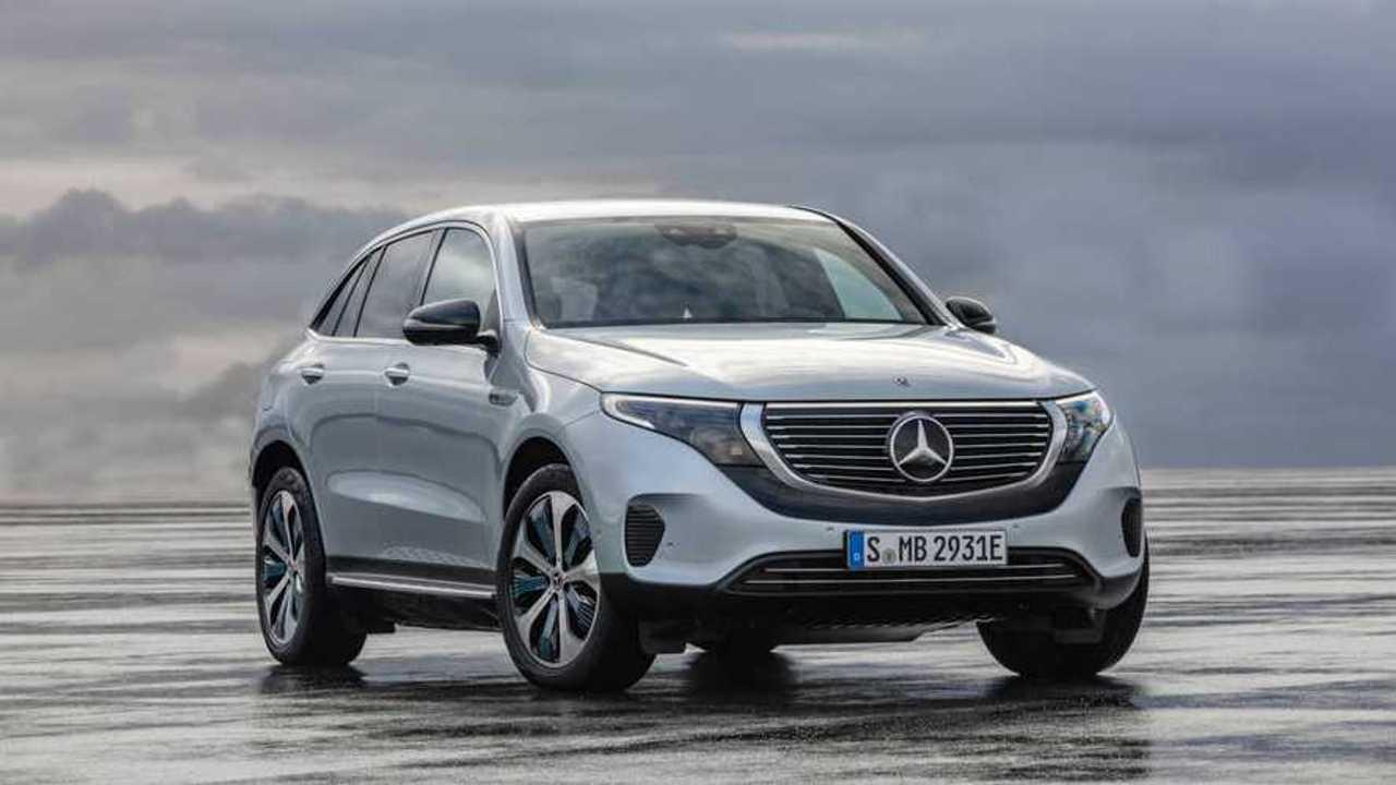 Mercedes увеличил батарею серийному кроссоверу EQC