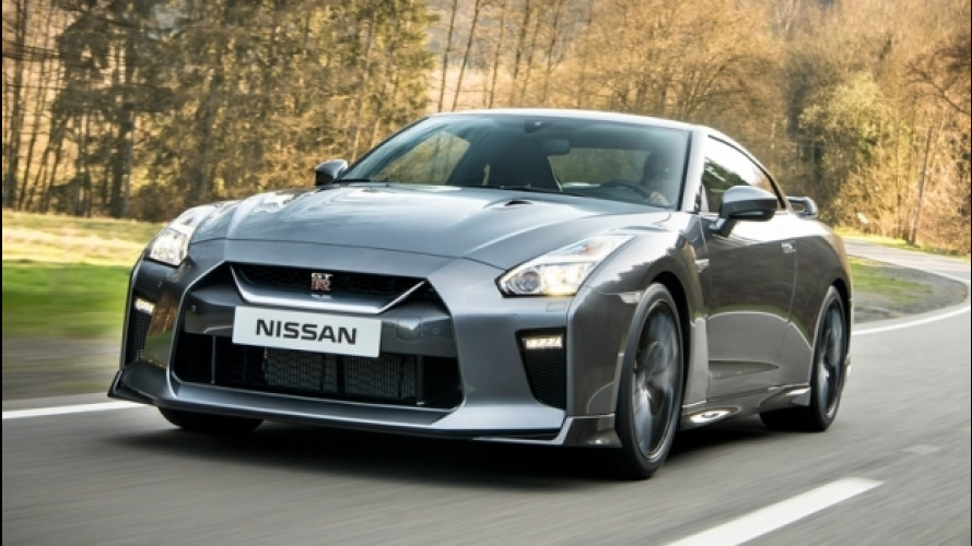 La Nissan GT-R si segue in 4D sulla collina di Goodwood