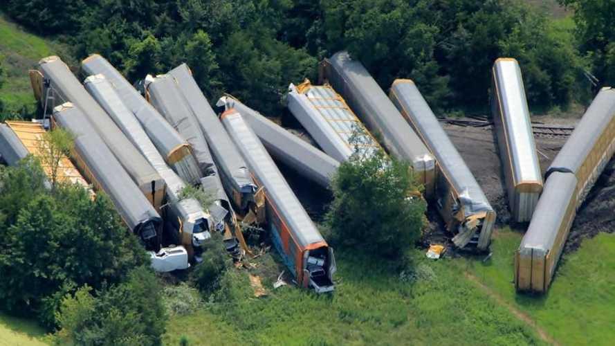 Rugi Bandar, Insiden Kereta Pengangkut Ford F-150, Ratusan Rusak