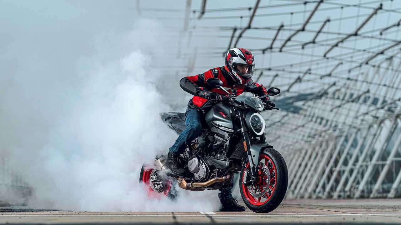 2021 Ducati Monster - Burnout
