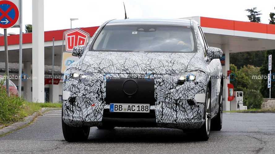 Mercedes EQS SUV, Üretime Hazır Farları İle Görüntülendi