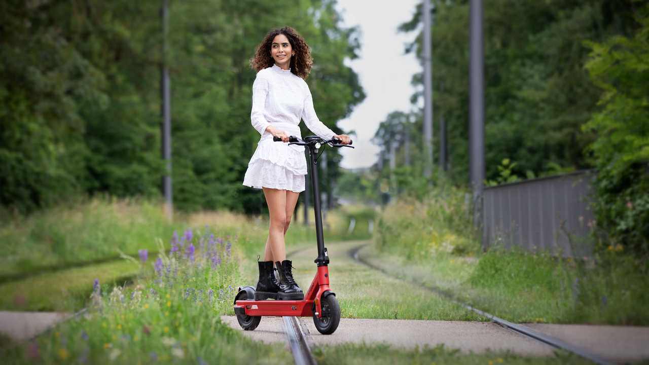 Neuer Elektro-Tretroller Govecs Elmoto Kick