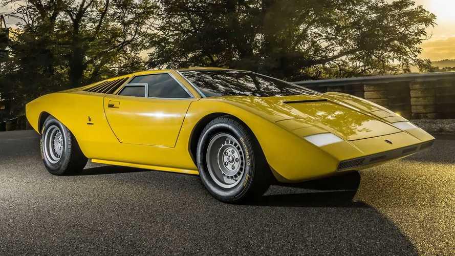 Lamborghini Countach LP 500 Reconstruction On Track