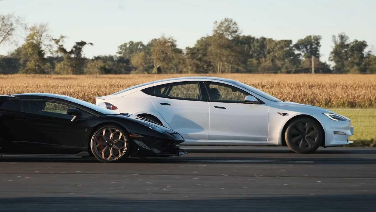 El Tesla Model S Plaid destruye el Lamborghini Aventador SVJ 1