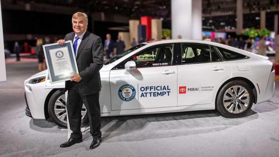 Megdöntötte az üzemanyagcellás autók hatótávjának világcsúcsát az új Toyota Mirai