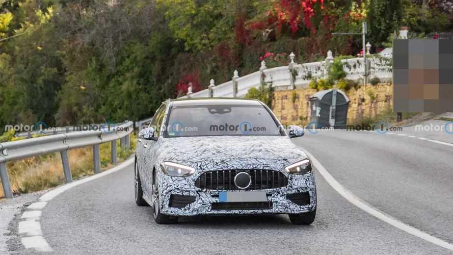 Kémfotók a 2022-es Mercedes-AMG C45 szedánról