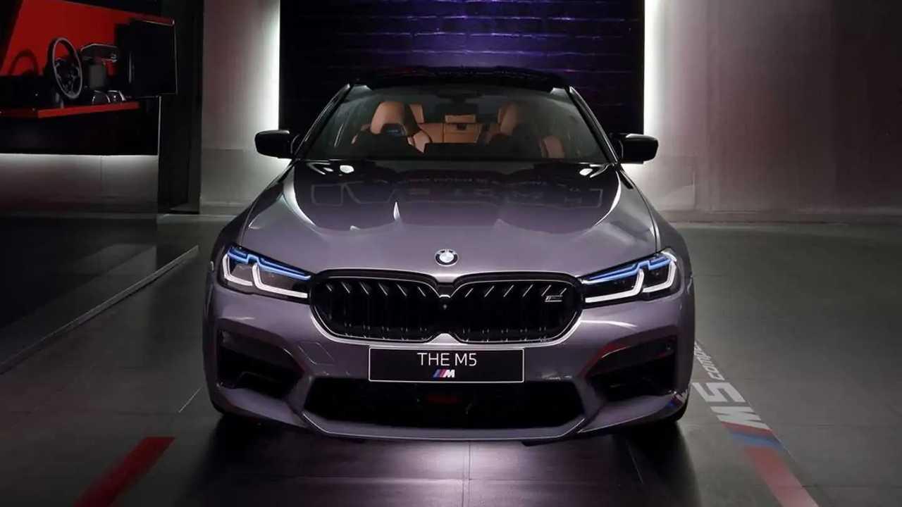 BMW M5 Competition resmi masuk Indonesia.